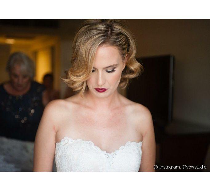 Ondas estilo anos 20 dão um ar vinrage e muito elegante para as noivas que têm cabelo médio