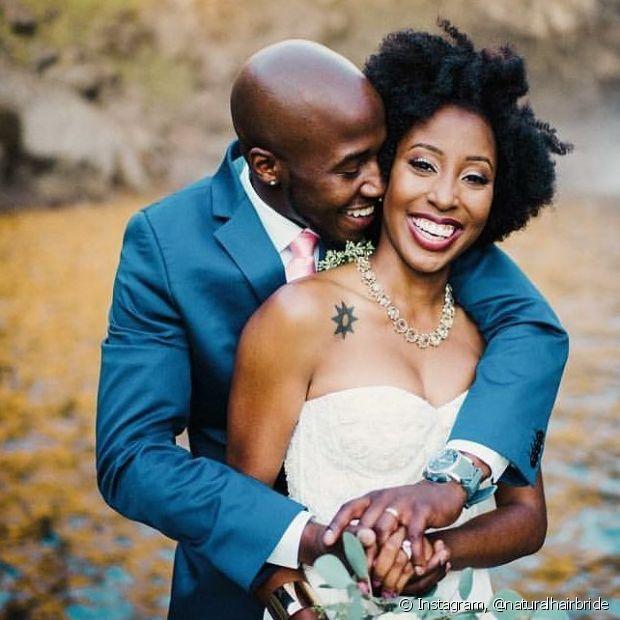 Para ter um cabelo perfeito no dia da cerimônia, procure fazer um cronograma de tratamento nas semanas anteriores ao casamento