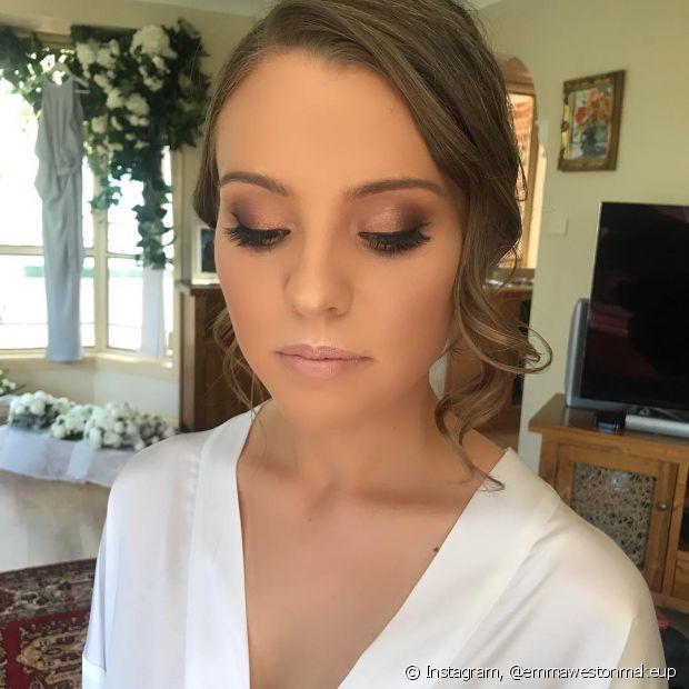 Um esfumado simples é capaz de realçar a beleza da noiva
