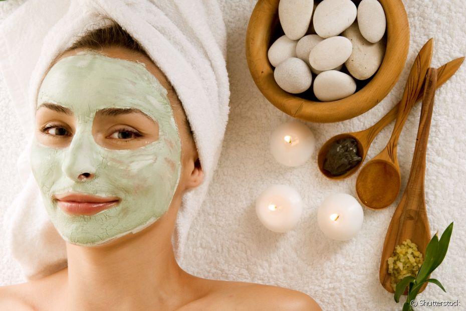Você pode cuidar da pele enquanto faz hidratação no cabelo, sabia?