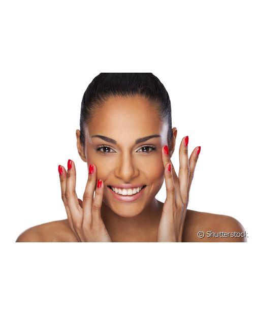 A vantagem de hidratar o cabelo enquanto cuida da pele é que você consegue inserir dois tratamentos na rotina corrida