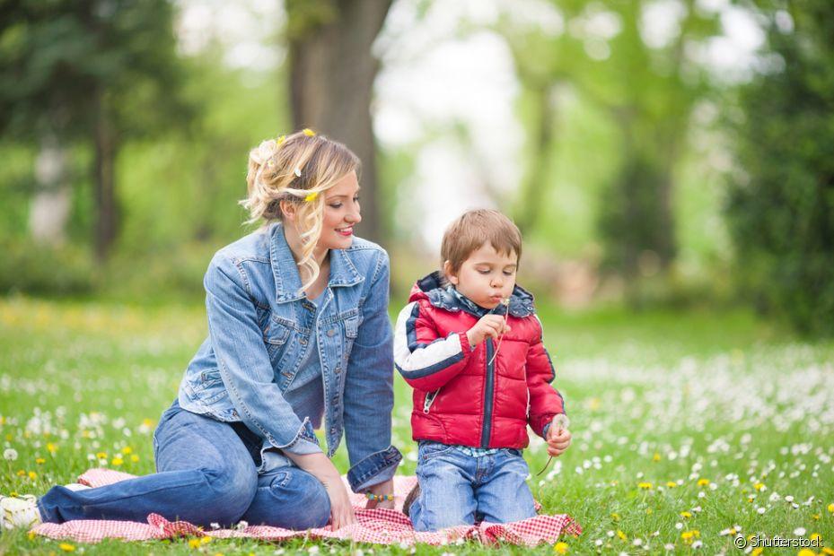 Leve seus filhos ao parque para eles se divertirem com atividades ao ar livre