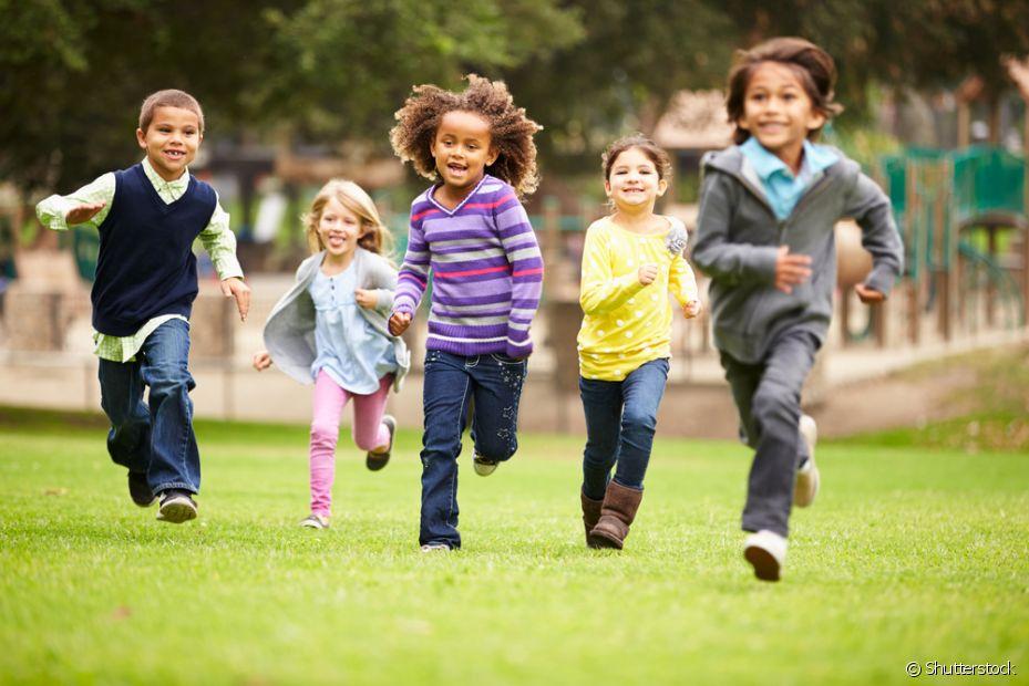 Ter piolho é muito comum em crianças com idade escolar, que afeta todo mundo da família
