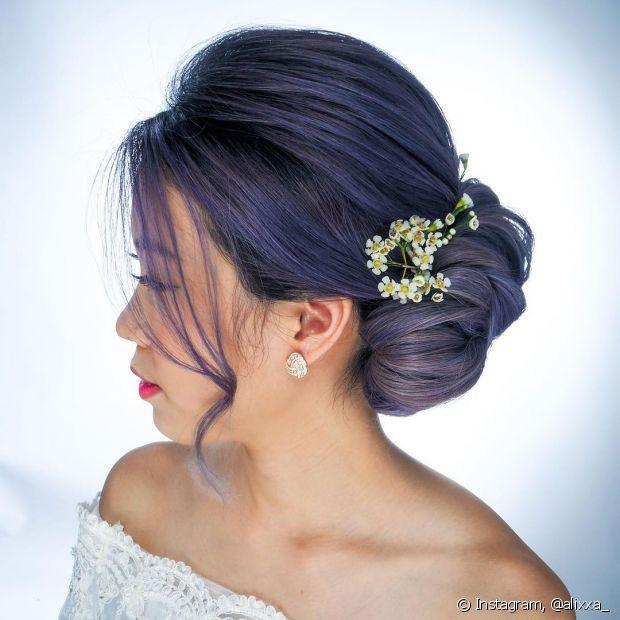 Acessórios, como as flores, podem complementar o visual e estabelecer o estilo do look da noiva