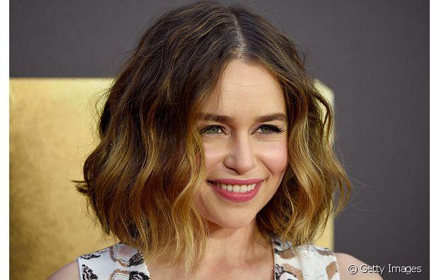 A atriz Emilia Clarke é muito fã do corte reto