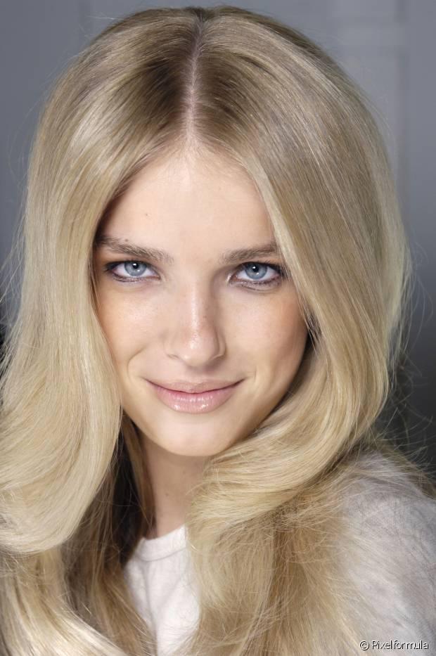 O pó descolorante pode não fazer seu papel com sucesso se seu cabelo tiver excesso de química de escova progressiva