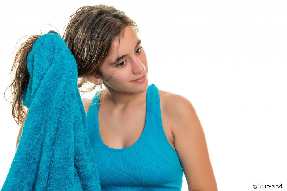 Alguns fatores contribuem para a queda de cabelo, como estresse, falta de nutrientes ou mesmo desequilíbrio hormonal