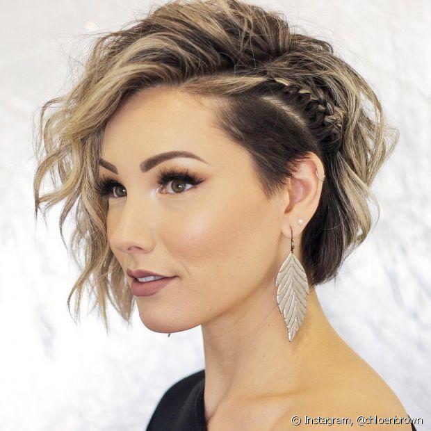 Os penteados de formatura para cabelos curtos são bem simples de fazer e os resultados são incríveis! Com apenas alguns produtos e grampos é possível ter um cabelo perfeito