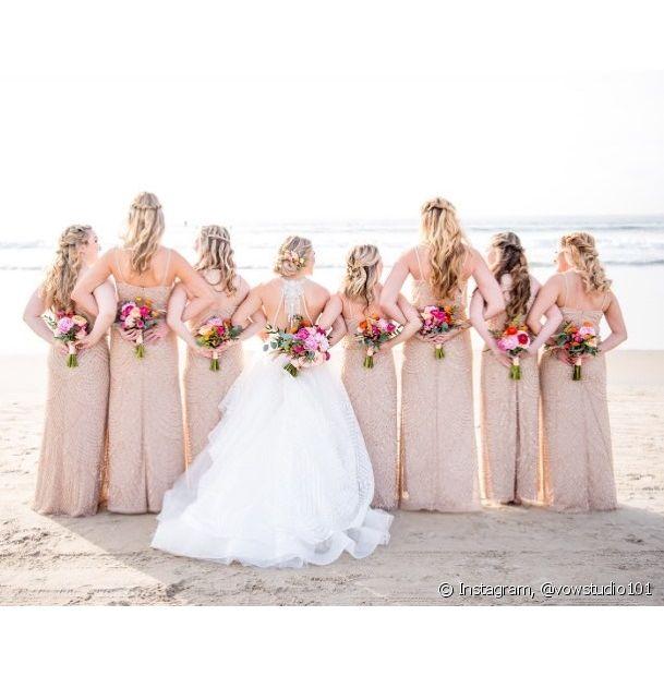 Para escolher o penteado ideal para as madrinhas de uma cerimônia na praia é preciso prezar pelo conforto e pela naturalidade