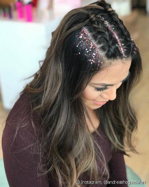 Para aplicar o glitter no cabelo, você vai precisar de gelatina e um pincel