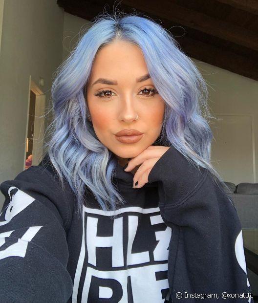 A técnica é ótima para manter o brilho nos fios das divas que amam o cabelo colorido (Foto: Instagram, @xonatttt)