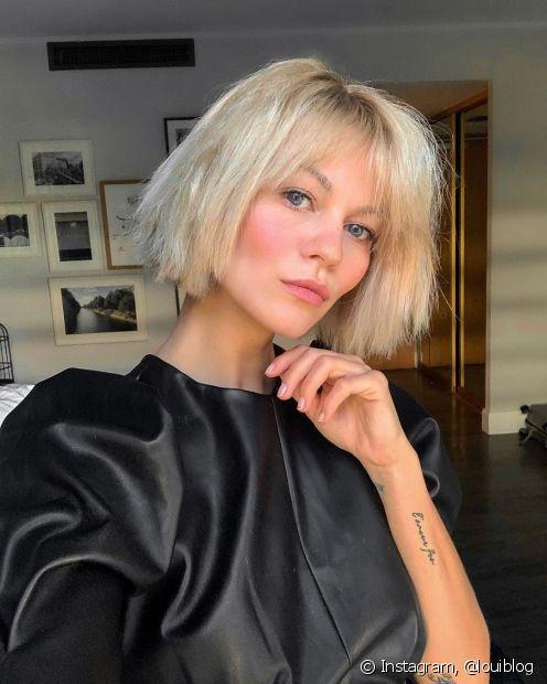 O cabelo loiro perolado precisa de uma reconstrução capilar para se manter saudável (Foto: Instagram, @louiblog)