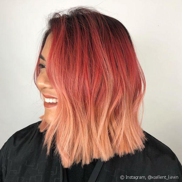O ombré hair em cabelos coloridos é um look estiloso que requer manutenção para manter os fios saudáveis