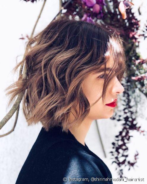 O ombré hair em cabelos curtos precisa ser feito por um bom profissional para conseguir o espaço ideal entre a raiz escura e o comprimento mais claro