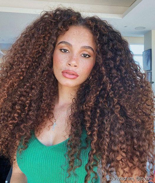 A gente te conta como usar a babosa no cabelo para deixar os fios lindos e saudáveis (Foto: Instagram @joyjah)