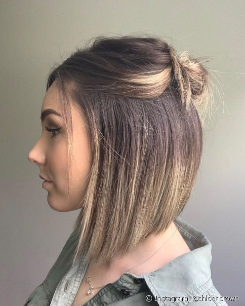 Se você não abre mão do estilo nem depois de um dia de sol, os penteado semipresos são ótimas opções de penteados simples para cabelos curtos e longos. (Foto: Instagram @chloenbrown)