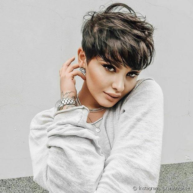 O cabelo curto repicado estilo pixie alongado fica mais volumoso com as camadas. Saiba mais sobre essa técnica! (Foto: Instagram, @rambutpixie)