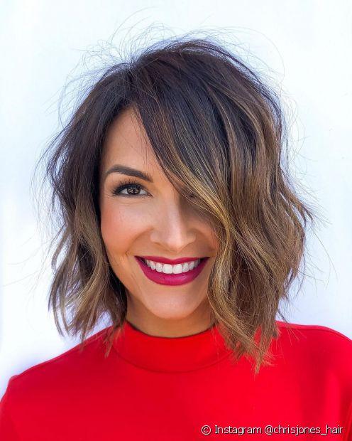 Babylights e a baylage são as melhores opções de técnicas para alcançar um cabelo iluminado mais discreto e minimalista. (Foto: Instagram @chrisjones_hair)