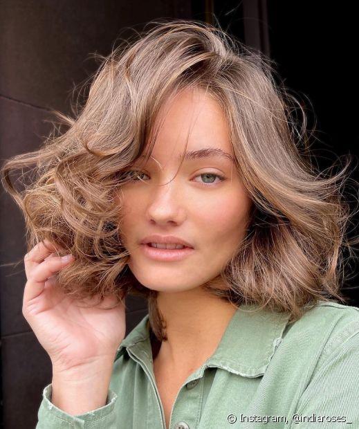 Aposte no cabelo castanho claro curto para um visual clássico (Foto: Instagram @indiaroses_)