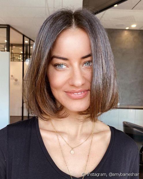 Para uma transformação perfeita, use uma tinta de cabelo castanho claro que proporcione tratamento e durabilidade (Foto: Instagram @amybaineshair)