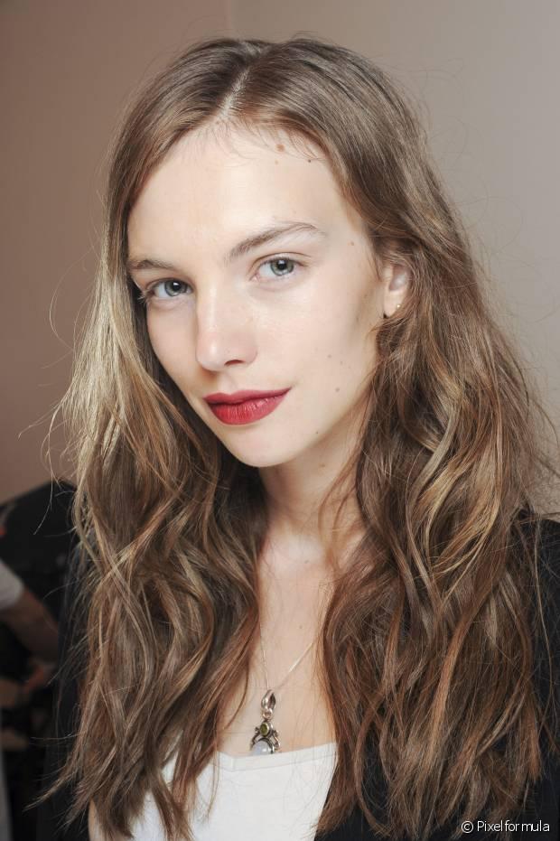 É normal que os cabelos fiquem ressecados e até quebradiços depois da descoloração, mas a situação pode ser revertida com tratamentos profundos