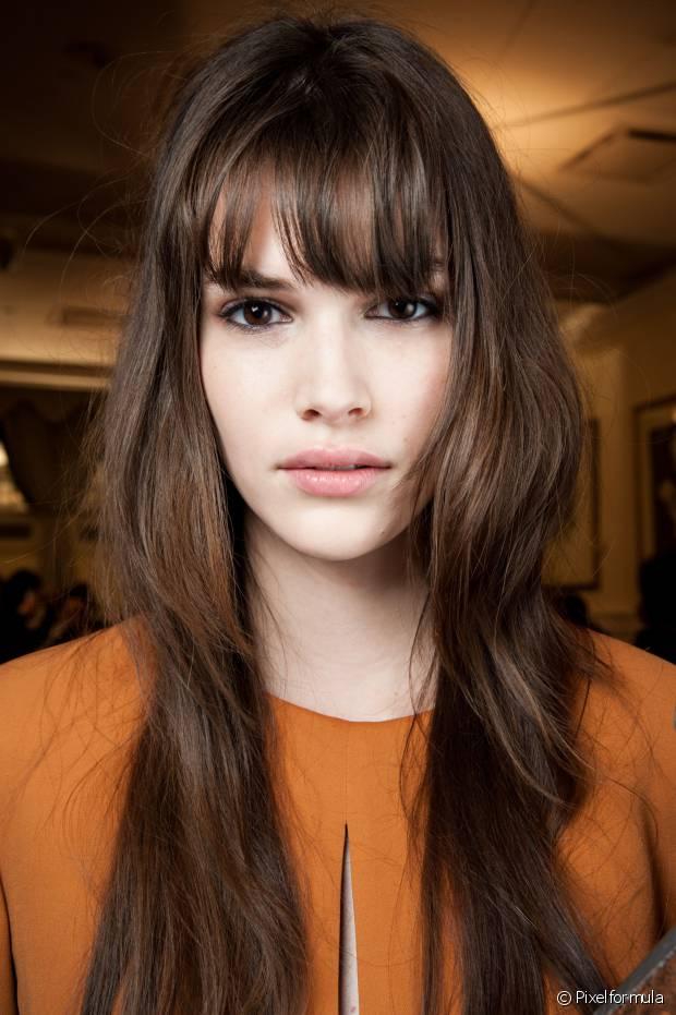 Se o seu cabelo está muito danificado, nada de usar chapinha, babyliss ou qualquer ferramenta de calor que tenha contato direto com os fios.