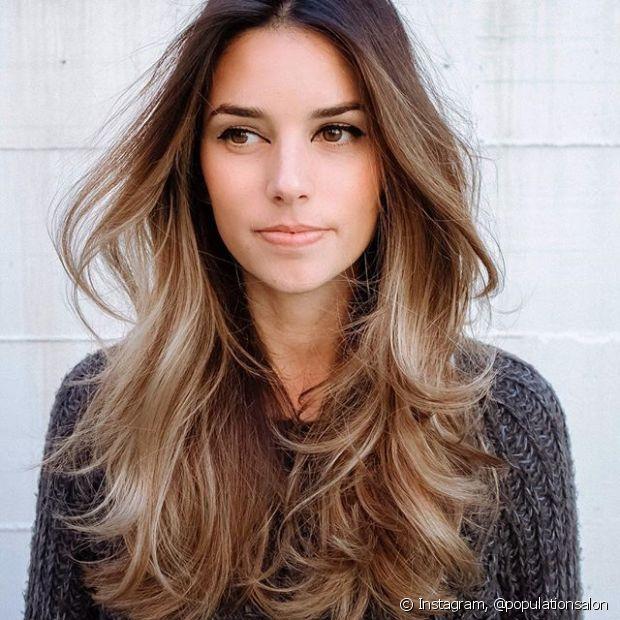 Lavar os cabelos faz parte da rotina de qualquer mulher, mas quando a higienização é feita de forma incorreta pode causar malefícios à saúde capilar
