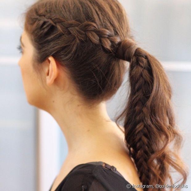 O rabo de cabelo é o tipo de penteado que fica bonito com qualquer textura de cabelo. Se você acrescentar uma trança lateral, ele pode ficar ainda mais estiloso