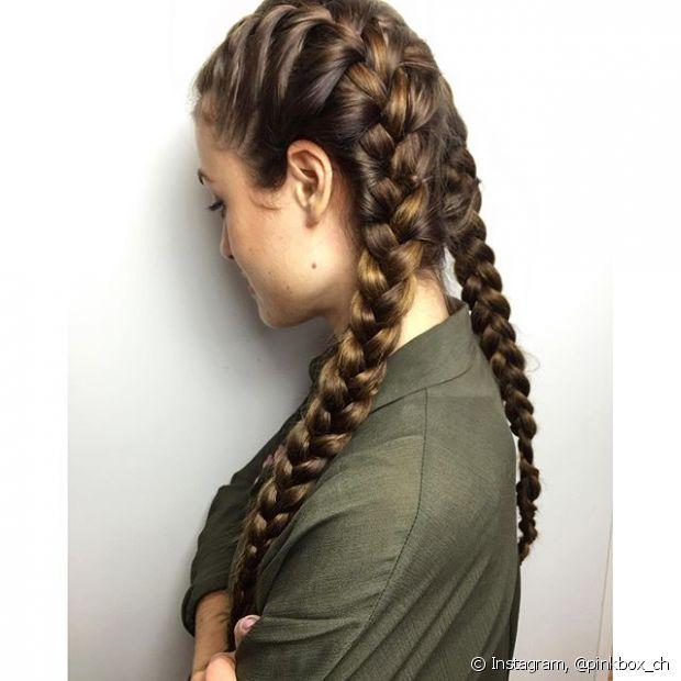Apesar de parecer mega elaborado, a trança boxeadora nada mais é do que duas tranças embutidas, feitas nas laterais do cabelo