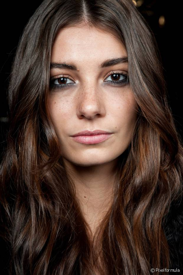 Mantenha seus cabelos ondulados muito bem hidratados para preservar as ondas naturais