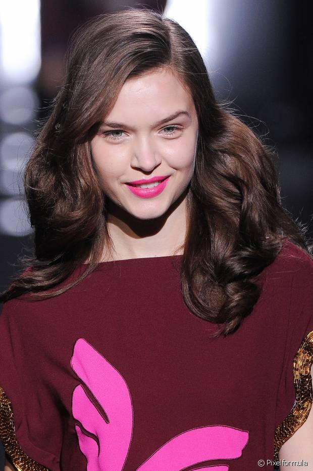 O tonalizante é utilizado para mudar o tom do cabelo, realçar aquela coloração que já está apagadinha ou até mesmo dar um brilho maravilhoso aos fios naturais