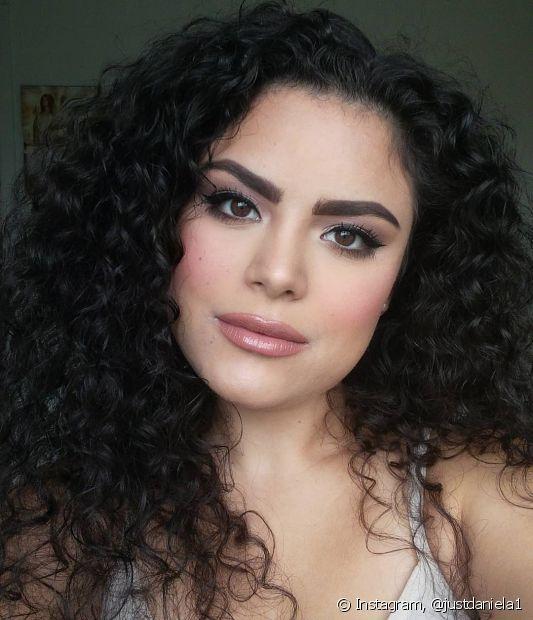 Entre os tipos de cabelo cacheado, o 3B é o primeiro a ter mais volume e frizz do que os outros (Foto: Instagram @justdaniela1)