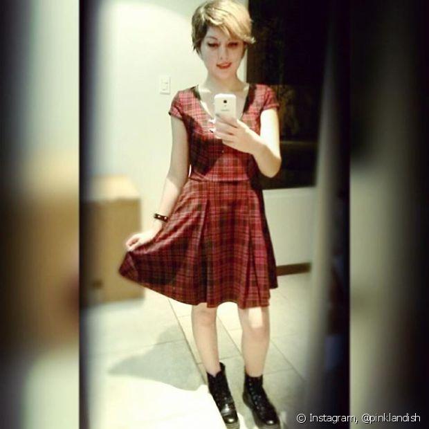 Combine os vestidos de saia rodada com botas de estilo militar: um mix nada óbvio e certeiro