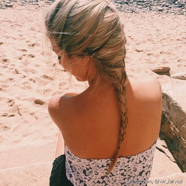Depois do trançado clássico, a mais pedida no universo de penteados românticos é a embutida, que tem os fios entrelaçados da raiz até as pontas do cabelo