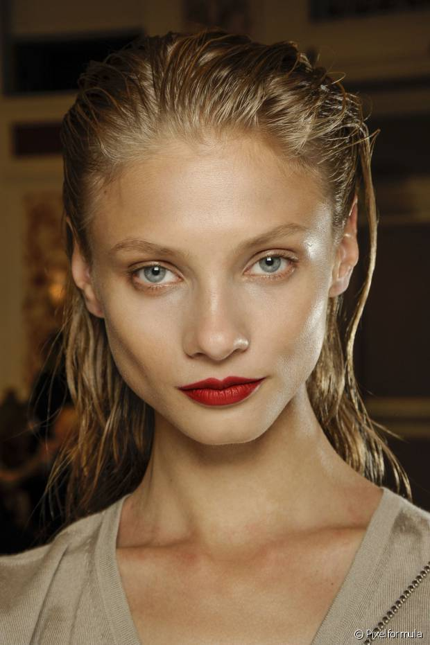 Batons foscos passam mais seriedade na maquiagem