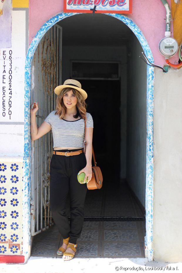Se no verão a função do seu único chapéu era proteger os cabelos do sol quando ia à praia, no outono o Fique Diva quer despertar em você a vontade de usar o acessório estiloso para acompanhar looks, sejam eles leves e fresquinhos ou mais sofisticados | Foto: Iuka I