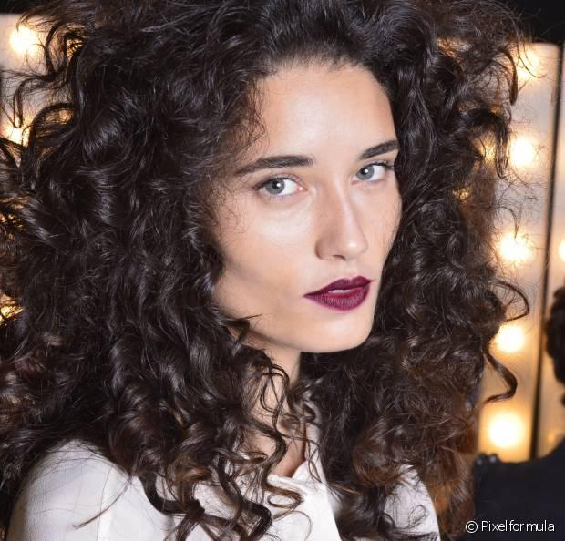 Feita com óleos vegetais, a umectação é perfeita para combater o ressecamento dos cabelos cacheados e trazer de volta o brilho e a maciez que a gente adora