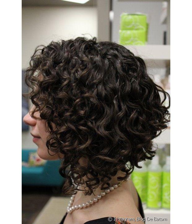 Se seus cabelos cacheados ainda estão curtos e não conseguem ganhar peso, nós temos uma sugestão que pode ser muito útil: a fitagem