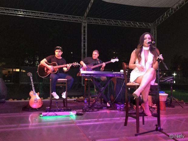 Anitta faz show em evento da Niely