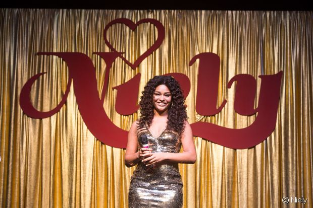 Juliana Alves é representante das mulheres de cabelos afro