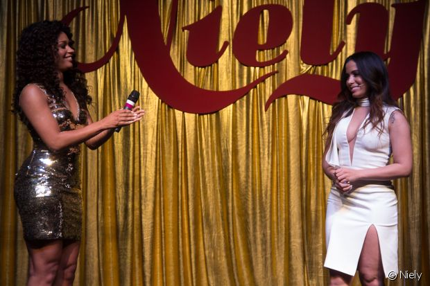 Anitta e Juliana Alves dividem o palco no evento da Niely
