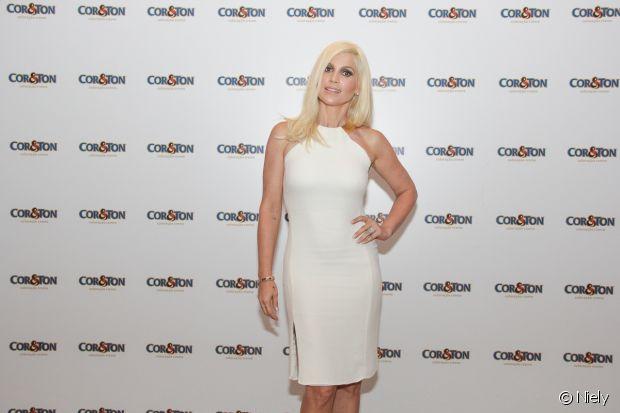 Flávia Alessandra está com o loiro platinado 12.11 (Louro Platinado) de Cor & Ton