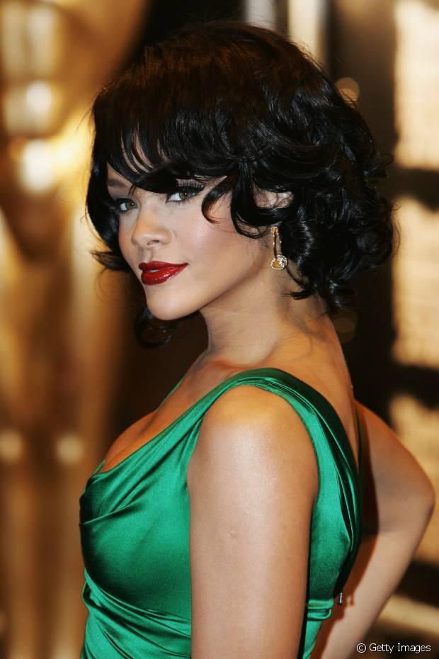 Rihanna também já aderiu ao long bob em 2007