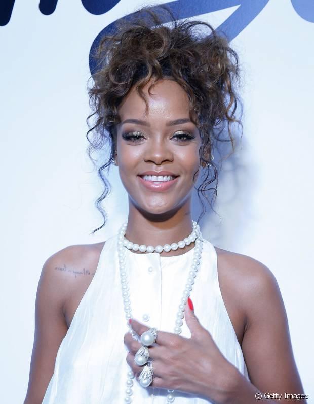 Rihanna sempre desfila com fios impecáveis