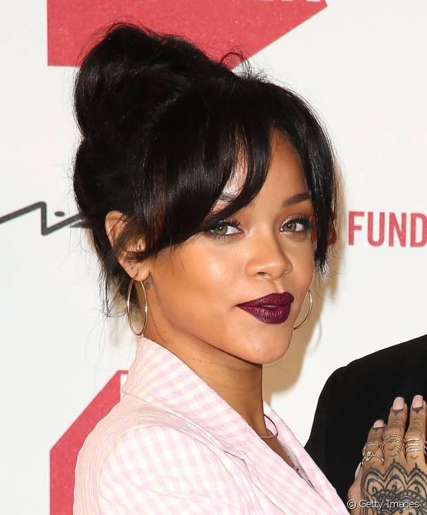 O coque está entre os penteados preferidos de Rihanna