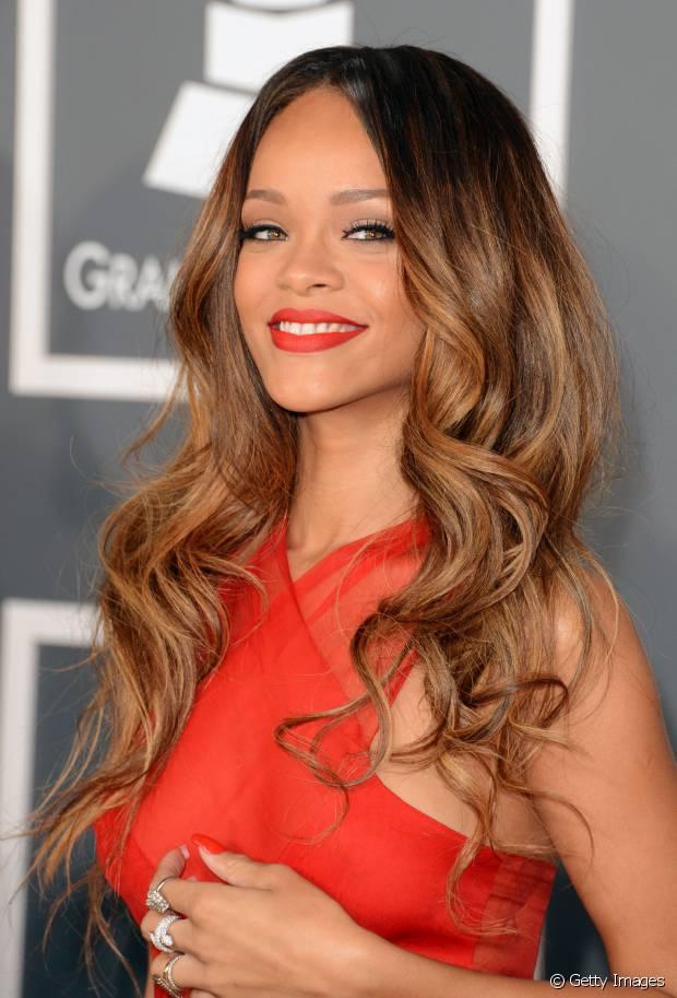 Rihanna exibiu um ombré hair no Grammy 2013