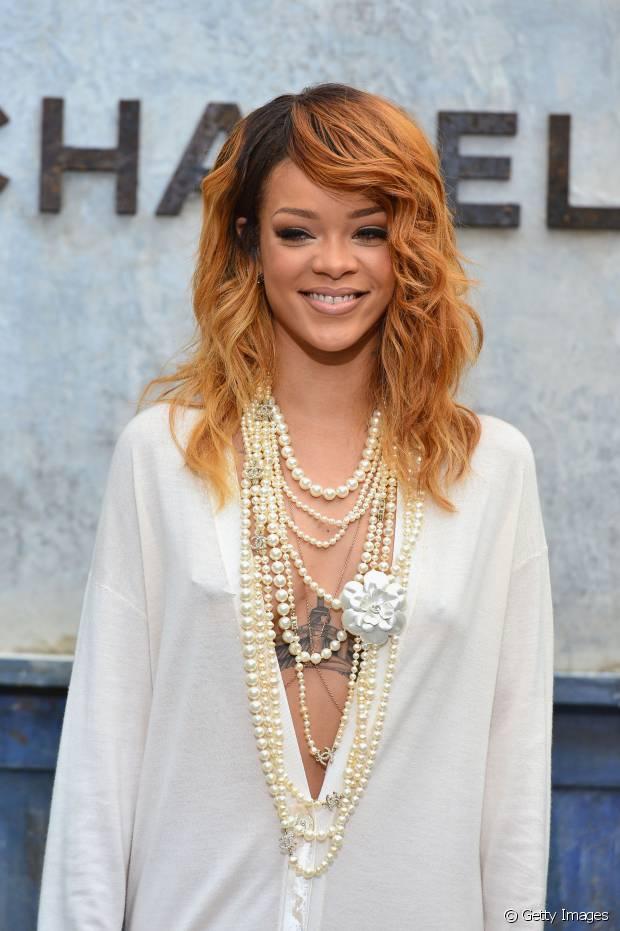 Rihanna apareceu com o cabelo acobreado no desfile do Chanel em 2013