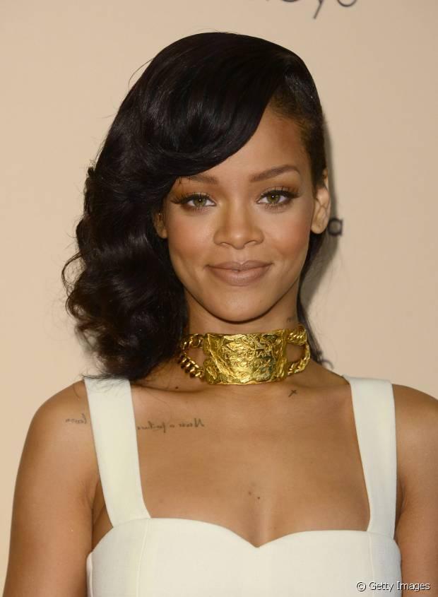 Em 2012, Rihanna exibiu o seu sidecut com ondas incríveis