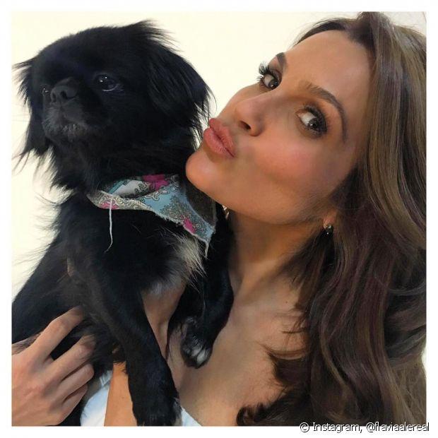 Flávia Alessandra já exibiu seus novos cabelos castanhos no Instagram