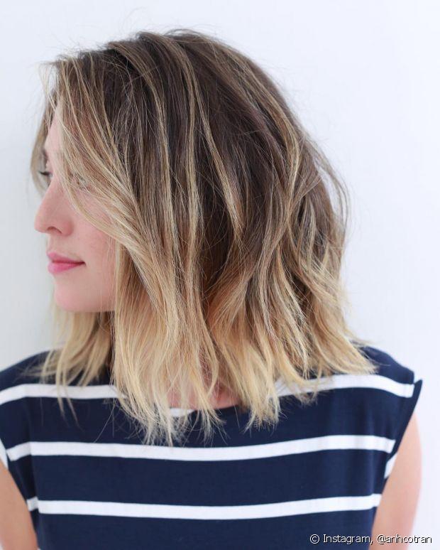 O cabelo com efeito de ondas naturais tem feito sucesso entre as famosas e blogueiras